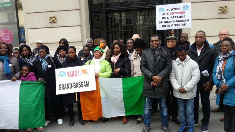 [HOMMAGE] Les Lyonnais ont montré leur soutien aux victimes de l'attentat de Bassam en Côte d'Ivoire