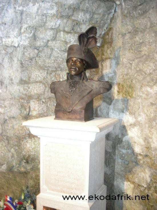 Visite du Château de Joux où fut emprisonné jusqu'à sa mort Toussaint LOUVERTURE