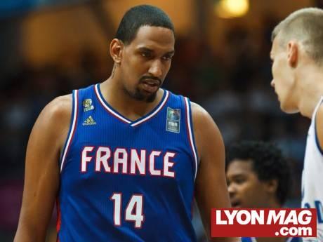 [CHOQUANT] Refoulé de la Maison à Lyon, le basketteur noir Alexis Ajinça crie au racisme (LyonMag)