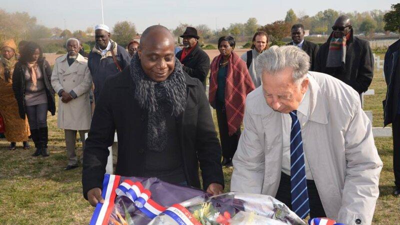 [MEMOIRE] Plus d'une cinquantaine de personnes ont rendu hommage aux soldats africains enterrés à la Doua Villeurbanne (69) ce 1er novembre 2017