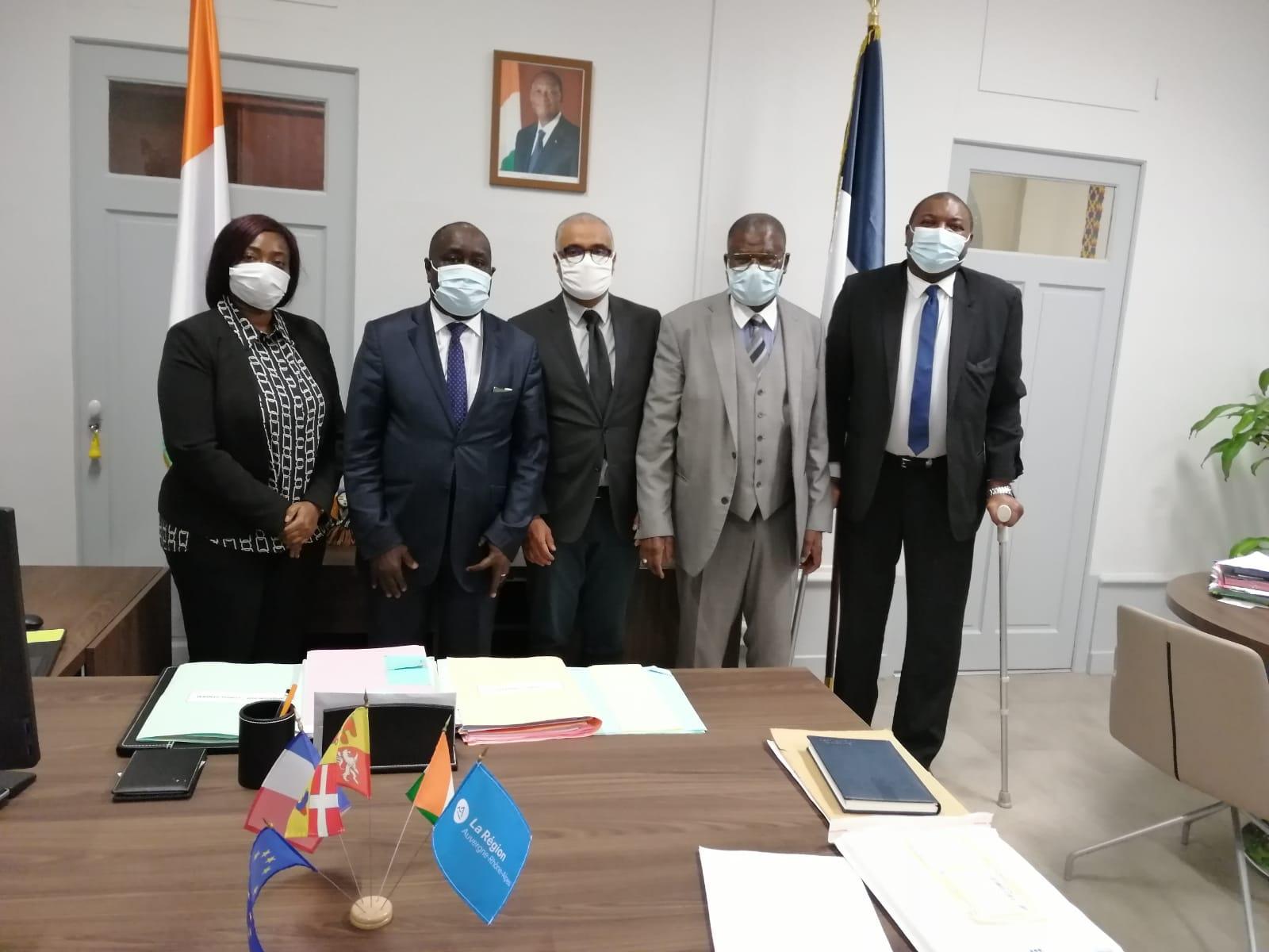 [CÔTE D'IVOIRE] Une délégation du collectif Africa 50 reçue par le Consul Général M. Lambert Ezoa AKA le 2 décembre 2020